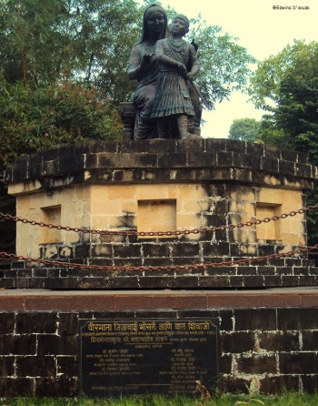 Jijamata Udyan - A young Shivaji Maharaj with his mother Jijabai