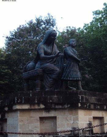 Jijamata Udyan - A young Shivaji Maharaj with his mother Jijabai