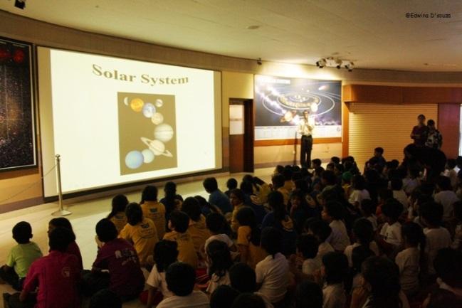 A Guide giving school kids a presentation