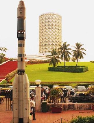 Nehru Centre few meters away from the planetarium