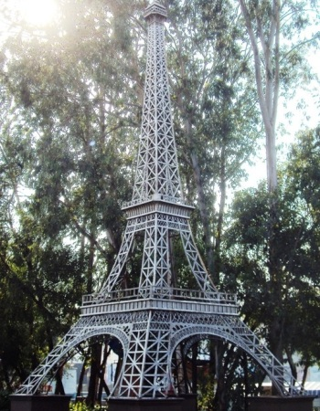 Replica of Eiffel Tower - Vardhman Fantasy