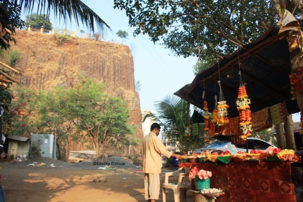 Garland Shop near the Gilbert hill and Gaondevi Temple entrance
