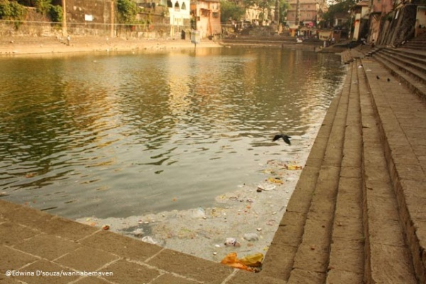 Gathered waste at the Banganga tank mumbai