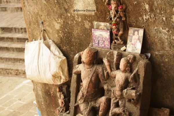 Local idols near Banganga