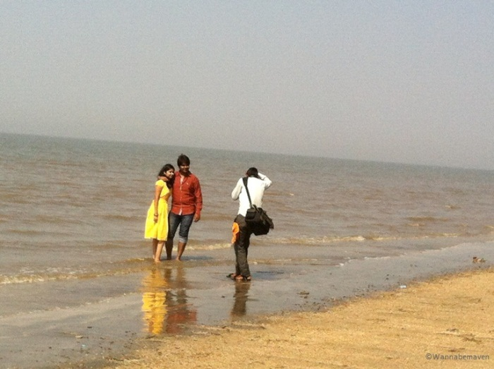 People at Jhampore beach - Daman