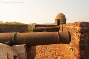 canons inside Reis Magos fort